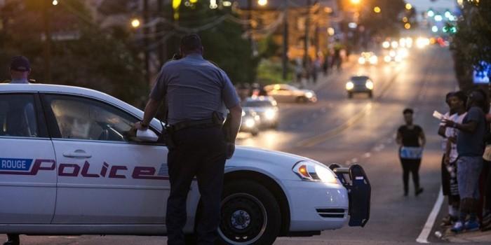 В штате Луизиана неизвестный открыл огонь по полицейским, трое убиты