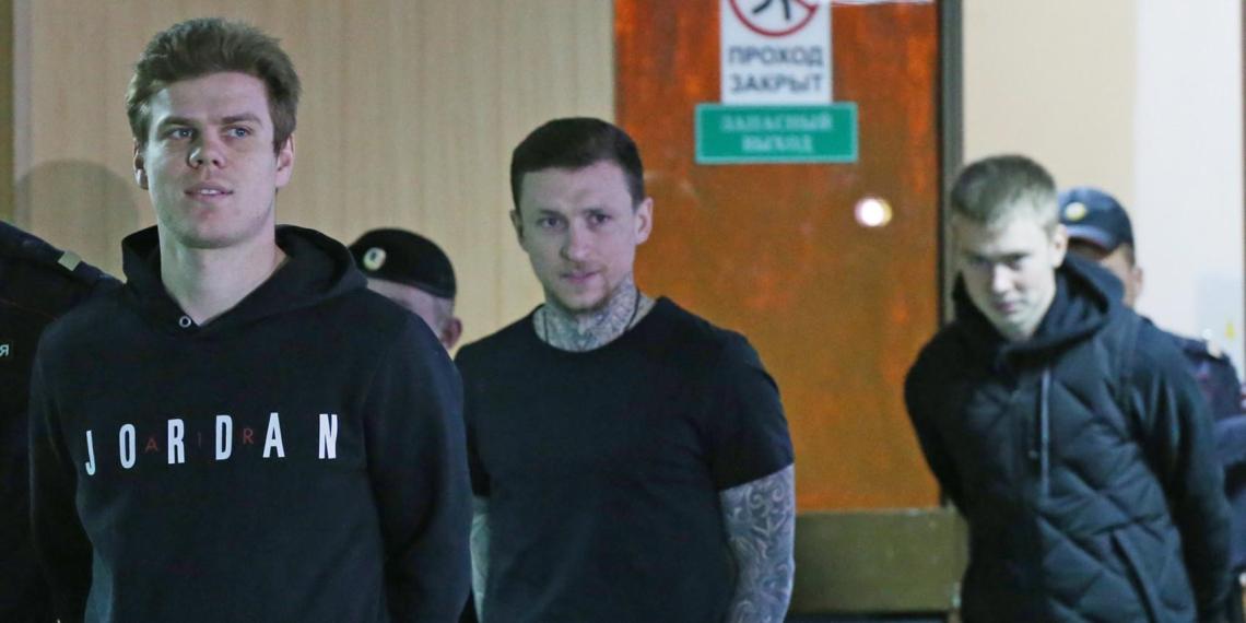 Суд отпустил Кокорина и Мамаева по УДО