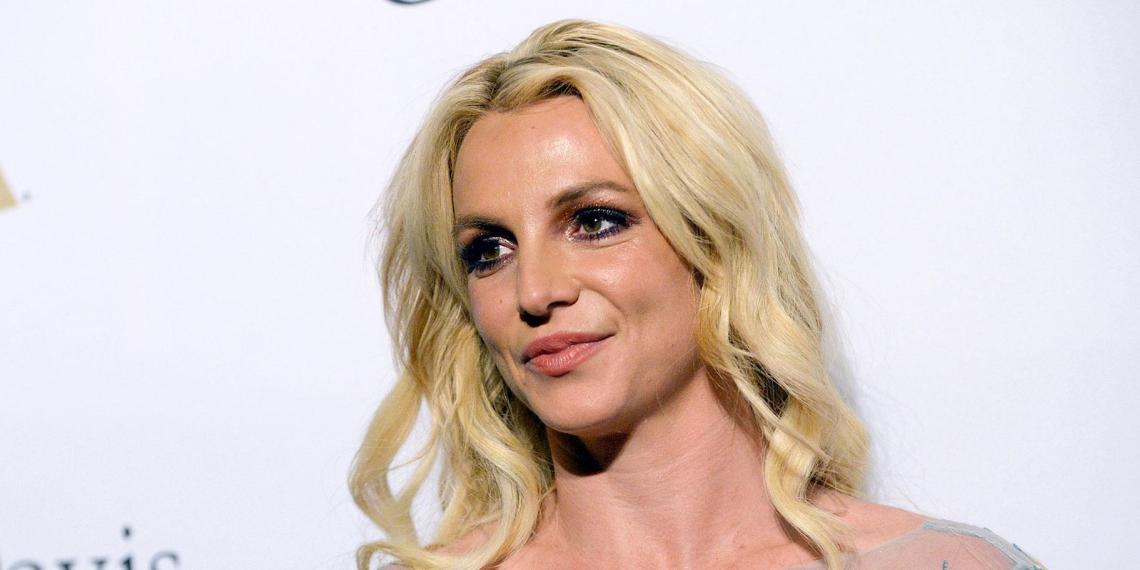 Суд оставил Бритни Спирс под опекой отца. Он по-прежнему сможет распоряжаться ее финансами