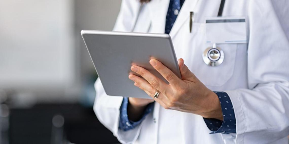 В московских школах отменили бумажные медицинские карты