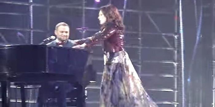 София Ротару упала на сцене прямо во время концерта
