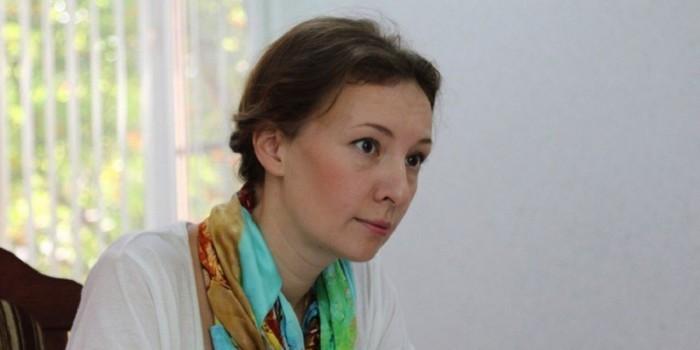 Кузнецова возмутилась арестом воспитательницы за репост видео в соцсети