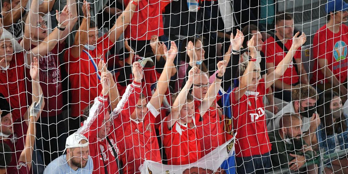 Российских футбольных фанатов избили после матча со Словенией