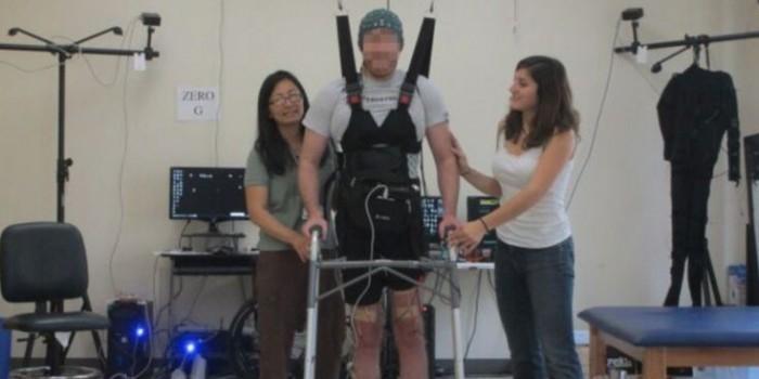 """Парализованный пациент научился ходить с помощью """"силы мысли"""""""