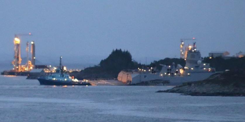 У берегов Норвегии нефтяной танкер столкнулся с военным кораблем