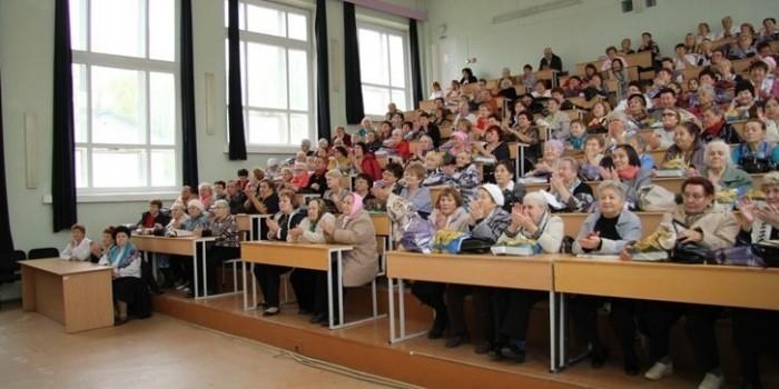В Башкирии врачей-пенсионеров поздравили с Днем пожилых людей в зале при морге