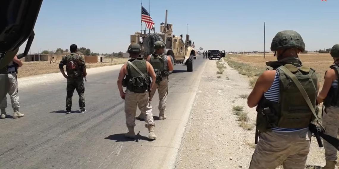 Российские военные развернули колонну США в Сирии