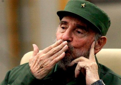 США с нуля создали на базе СМС аналог Твиттера на Кубе для координирования протестов