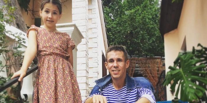 Алексей Панин опубликовал постельное фото с дочерью