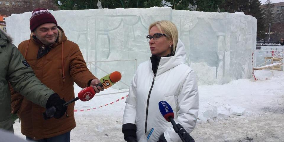 """""""Искусство должно возбуждать"""": каток в форме пениса привел в восторг новосибирскую чиновницу"""