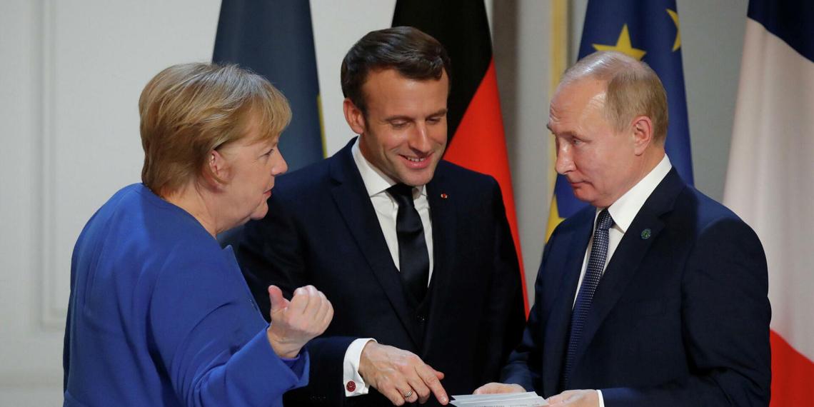 FT: Меркель и Макрон захотели видеть Путина на саммите ЕС