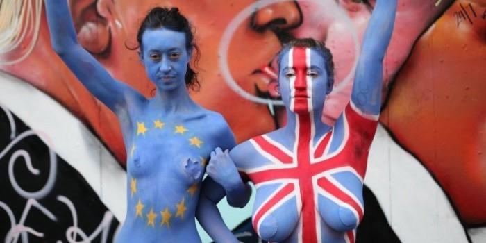 Активистки обнажили грудь, чтобы переубедить британцев выходить из Евросоюза