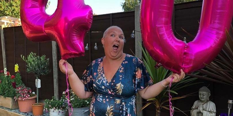 """Больная раком женщина устроила себе поминки, """"отпраздновав"""" их с друзьями"""