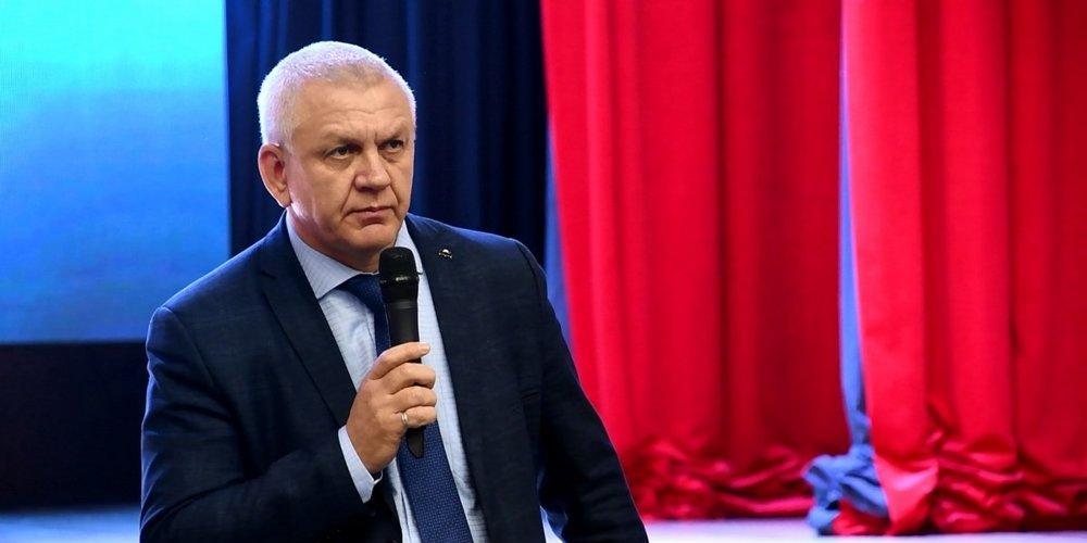 Мэр Южно-Курильска объяснился после приставаний к подчиненной во время конференции с губернатором