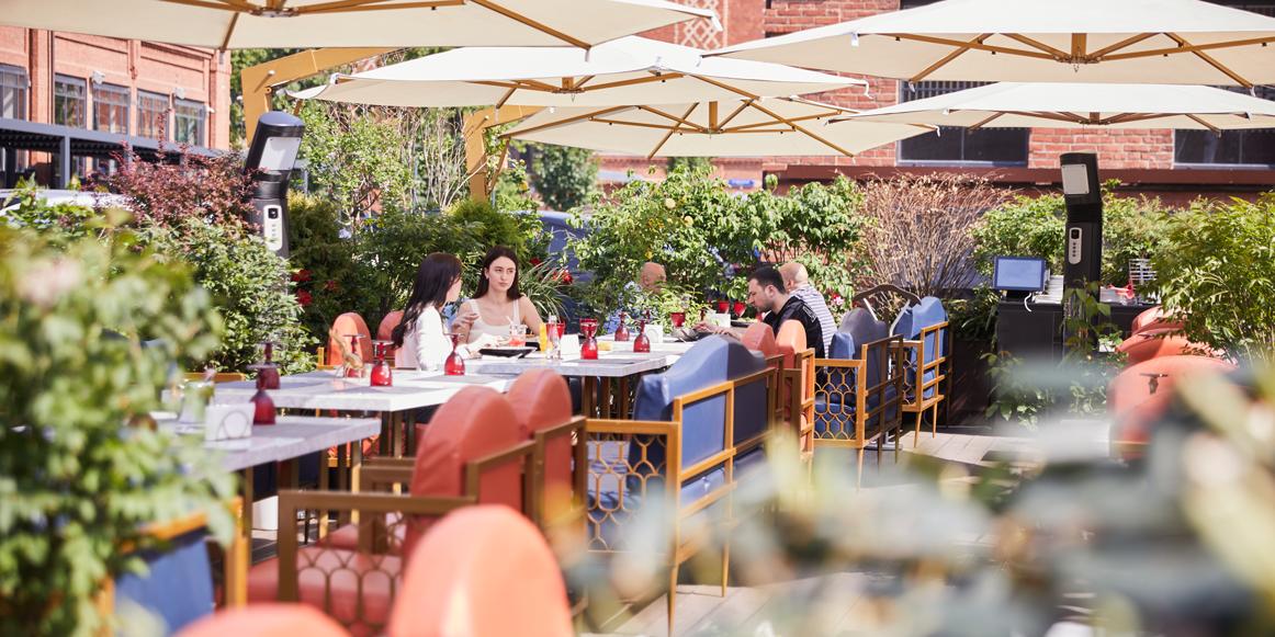 Собянин разрешил посещать веранды кафе без QR-кодов до 1 августа