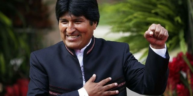 Президент Боливии включил порно на телефоне прямо в зале суда