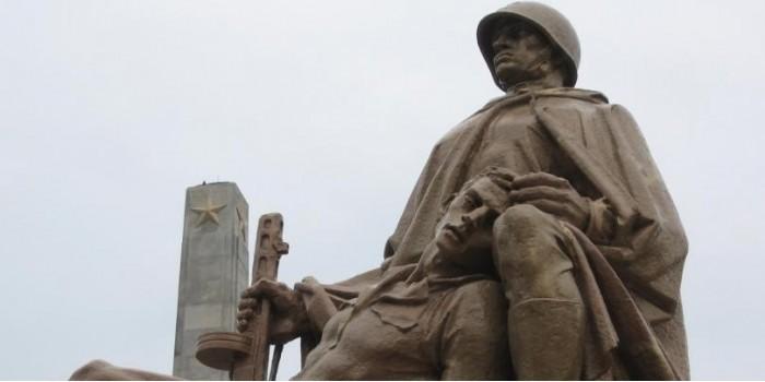 Совфед призвал Путина ответить на закон о сносе памятников в Польше