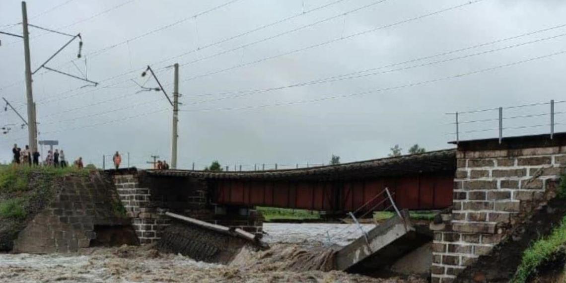 РЖД ограничила отправку грузов по Транссибу из-за обрушения моста