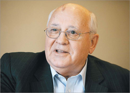 """Горбачев призвал Россию и Запад провести саммит """"по широкой повестке дня"""""""