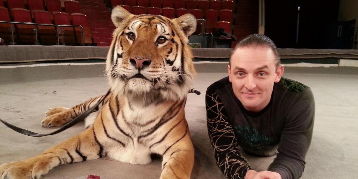"""""""Впустила в меня 7 когтей"""": Запашный рассказал, как на него напала тигрица"""