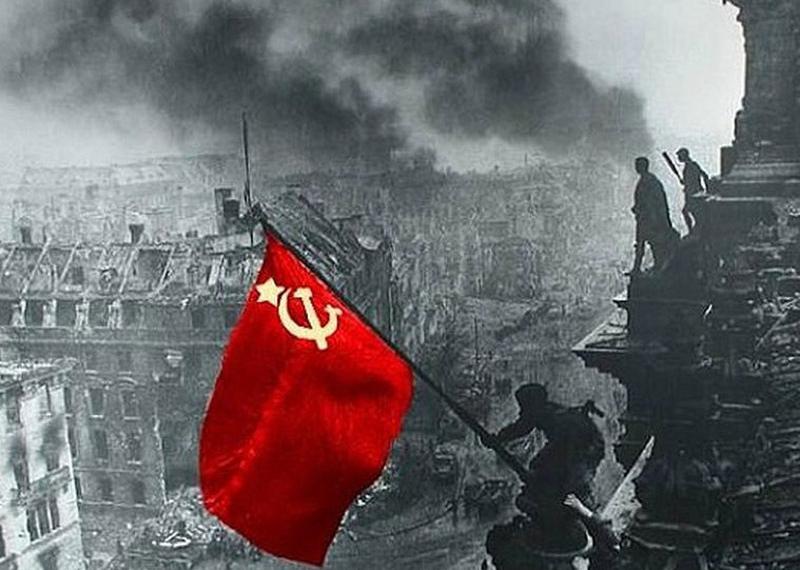 В Тернополе в День победы запретили советскую символику