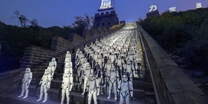На Великой Китайской стене выстроились 500 имперских штурмовиков