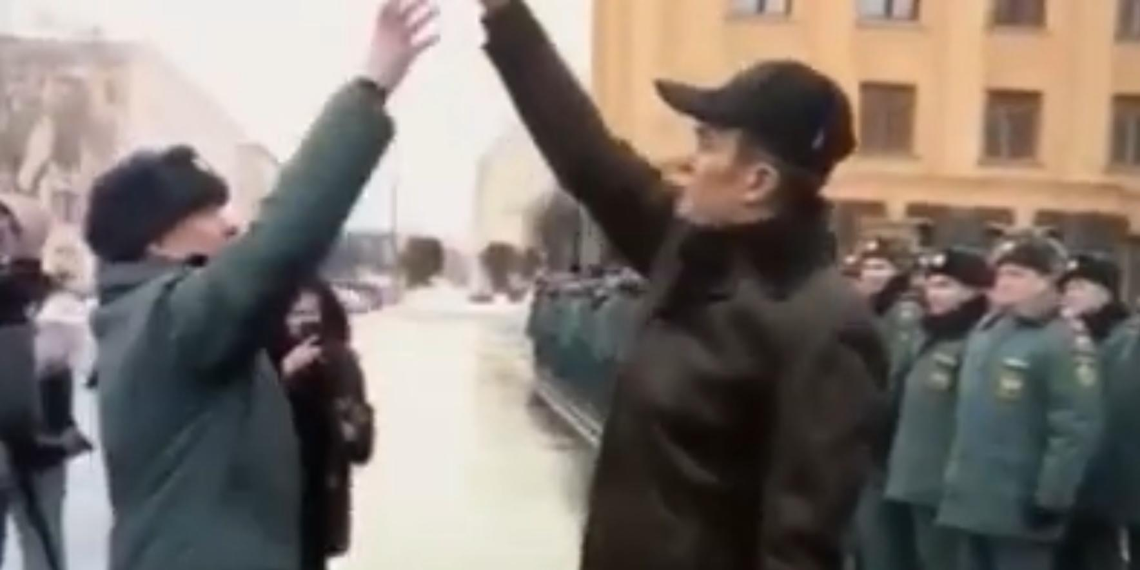 """Призвавший """"мочить"""" журналистов глава Чувашии публично унизил офицера МЧС"""