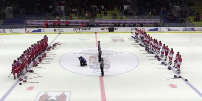 Хоккеистки сборной России исполнили гимн, заставив замолчать чешских болельщиков