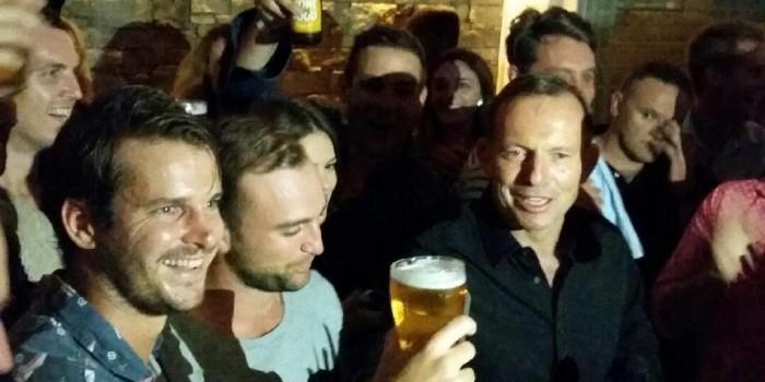 Премьер Австралии осушил пинту пива за 7 секунд (ВИДЕО)