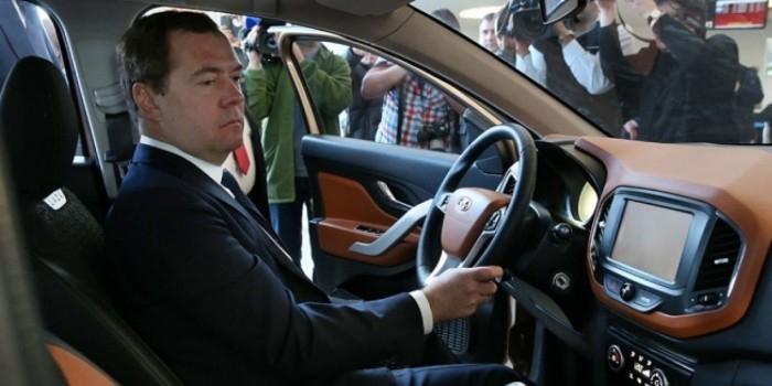 """Медведев призвал """"травить"""" дорожников прокуратурой"""