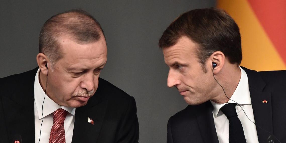 """Эрдоган призвал Францию сбросить с себя """"бремя Макрона"""""""