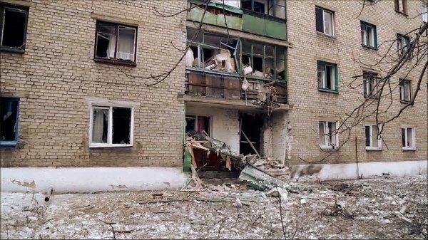 Жители Дебальцево: ВСУ стреляли по домам, чтобы иностранные СМИ могли отснять материал