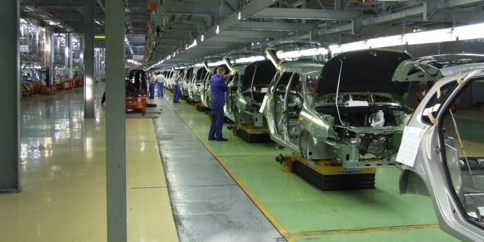 Из-за низкого спроса на машины в России могут закрыться шесть автозаводов