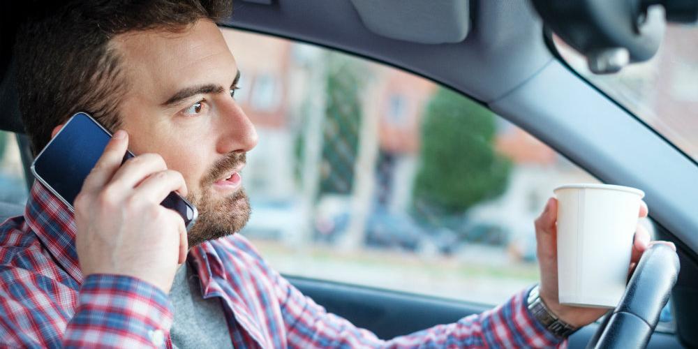 Дорожные камеры начнут наказывать водителей за разговоры по телефону