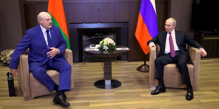 Пресс-секретарь раскрыла содержимое чемоданчика Лукашенко