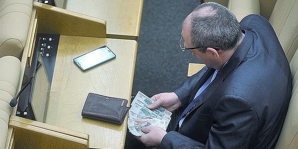 В России проконтролируют расходы бывших чиновников