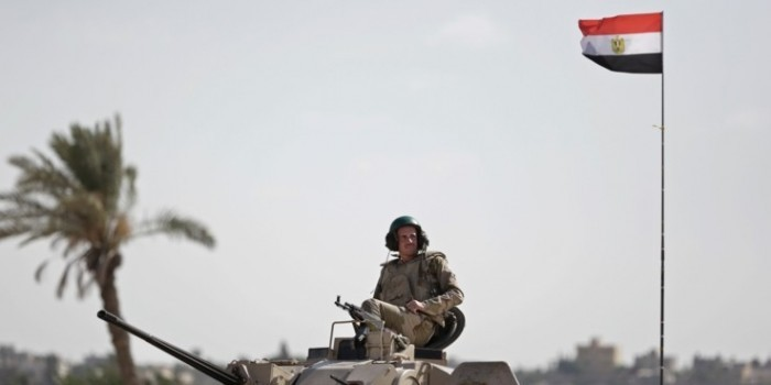 Египетский военный получил три года тюрьмы за уши Микки Мауса на портрете президента