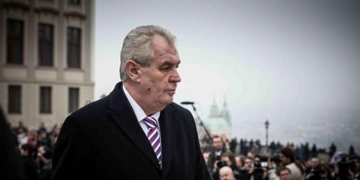 Президент Чехии предложил избавиться от премьера страны с помощью российского автомата