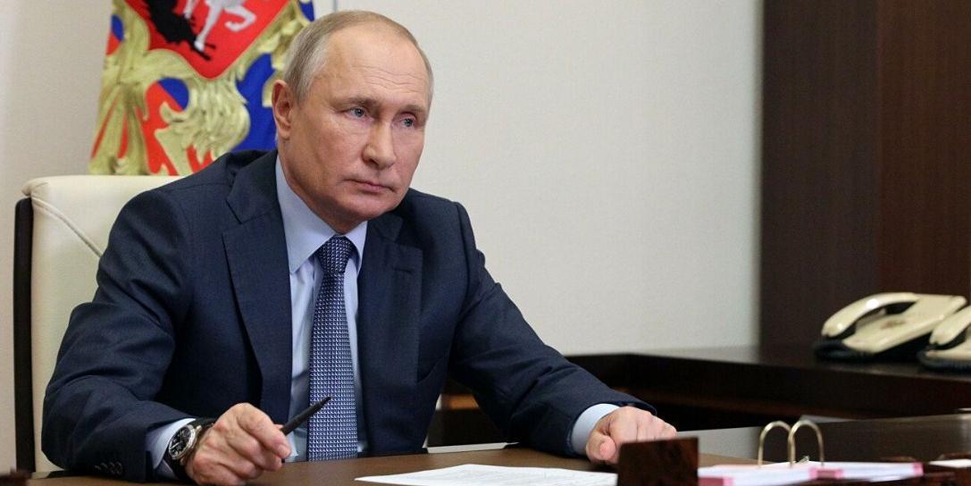 Путин пообещал разобраться с вопросом о том, достаточно ли в РФ наград для соцработников