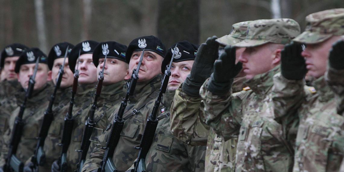 Польша рассчитывает на военную поддержку  США, пока не нарастит свою армию