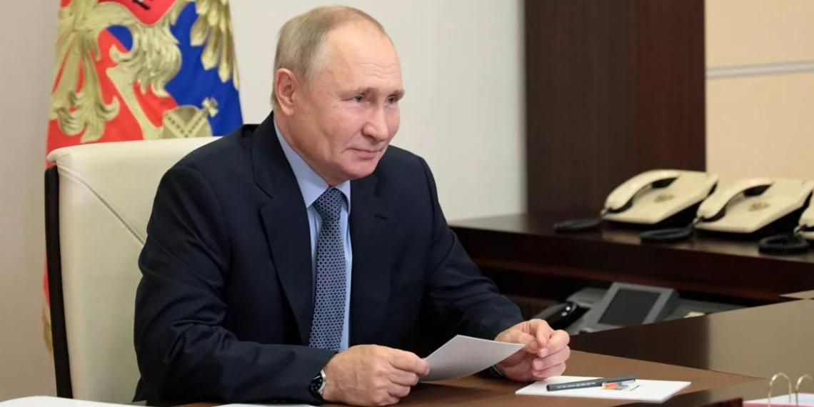 """Путин предложил не применять слово """"услуга"""" к работе учителей"""