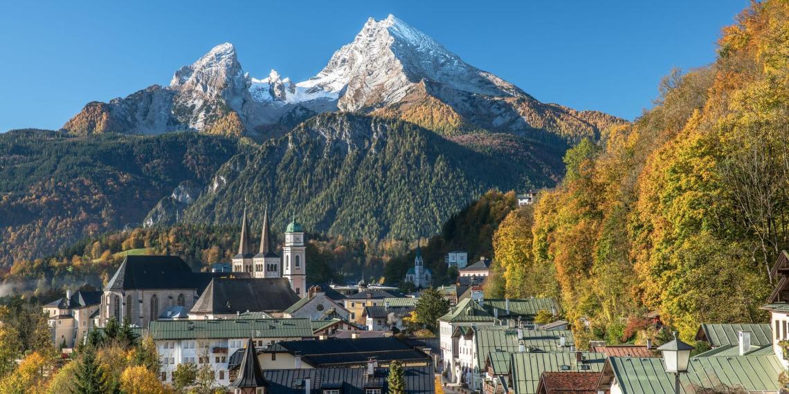 Баварцы подняли двухметровый деревянный член, упавший на горе