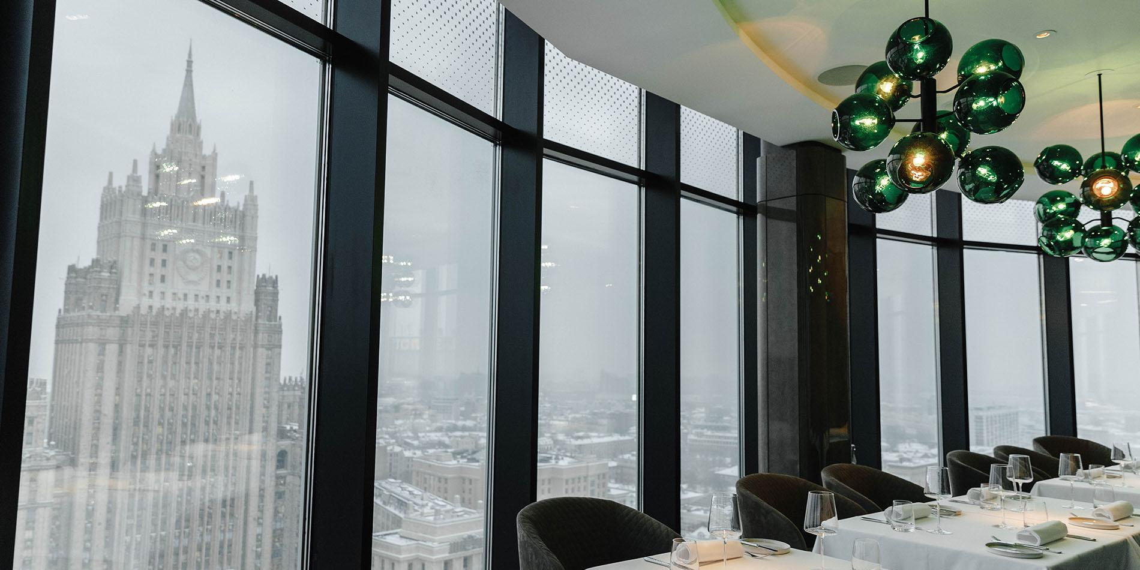 В ресторанах Москвы планируют ввести скидки для привитых от COVID