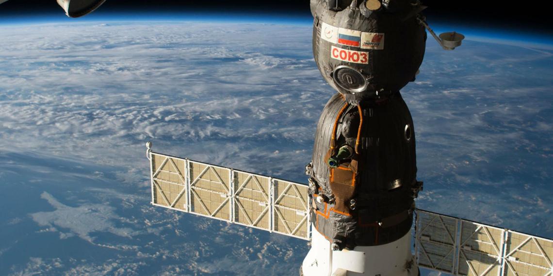 """Источник рассказал о просверлившем отверстие в """"Союзе МС-09"""" человеке и отказе астронавтов NASA от полиграфа"""