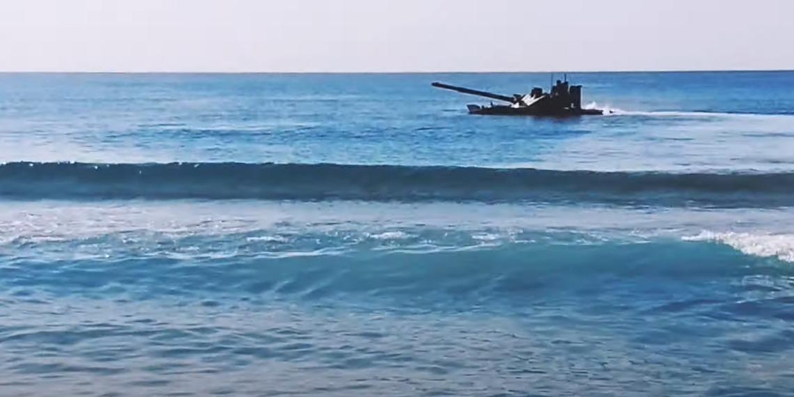 В Черном море испытали новый российский плавающий танк