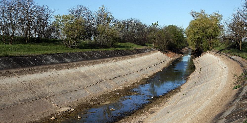 В Крым начала просачиваться вода из Днепра