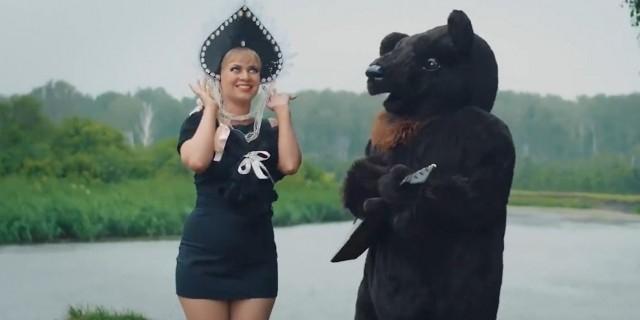 """Участница шоу """"Голос"""" ошарашила сеть патриотическим клипом с водкой и балалайкой"""