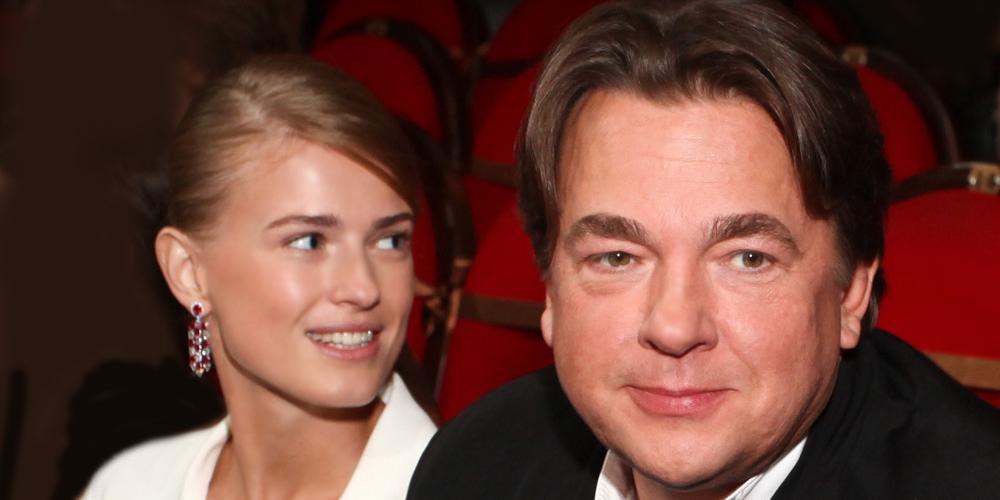 Молодая жена Константина Эрнста перестала скрывать третью беременность