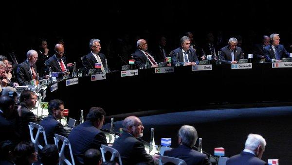 ЕС решил пока не вводить новые санкции против России