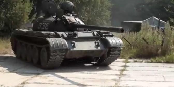 Россиянин на танке напугал жителей латвийского города